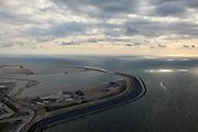 Nederland, Zuid-Holland, Rotterdam,  15-07-2012; Aanleg Maasvlakte 2. Contouren van de nieuwe havenbassins en kades. Overgang tussen de zogenaamde zachte zeewering bestaande uit opgespoten duinen beplant met helm en de harde zeewering bekleed met steen en beschermd door golfbreker met basaltblokken. Rechts de bestaande Maasvlakte, Zuidhollandse kust met de Zandmotor aan de horizon. Aan de horizon de bestaande Maasvlakte. .Expansion of the Port of Rotterdam, the second Maasvlakte. The contours of the new harbor basins with quays and the so-called soft seawall, artificial dunes with haram grass..luchtfoto (toeslag); aerial photo (ad