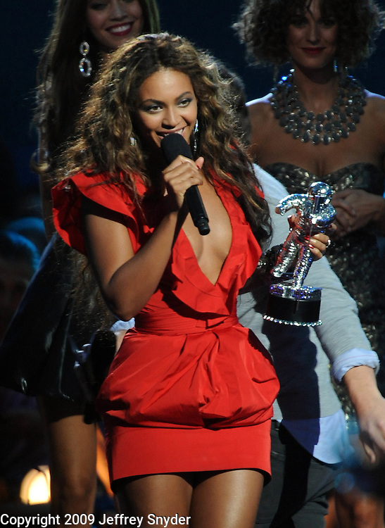New York, NY-September 13, 2009: Beyonce performs during the MTV Video Music Awards at Radio City Music Hall on September 13, 2009 in New York City (Photo by Jeff Snyder/PictureGroup)