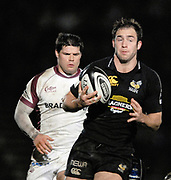 Wycombe. GREAT BRITAIN, Wasps Edd THROWER, Attacking with the ball, during the, Guinness Premiership game between, London Wasps and Leicester Tigers on 25/11/2006, played at  Adams<br />  Park,<br />  ENGLAND. Photo, Peter Spurrier/Intersport-images]