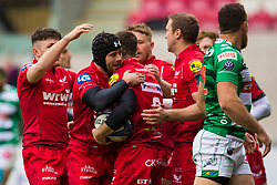 Scarlets' Gareth Davies celebrates scoring his sides first try with team-mates - Mandatory by-line: Craig Thomas/JMP - 09/12/2017 - RUGBY - Parc y Scarlets - Llanelli, Wales - Scarlets v Benetton Rugby - European Rugby Champions Cup