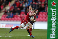 Scott Williams of the Scarlets scores a try in the 2nd half.  European rugby Champions cup match, pool 3, Scarlets  v Saracens at the Parc y Scarlets in Llanelli, West Wales on Sunday 15th January 2017.<br /> pic by  Andrew Orchard, Andrew Orchard sports photography.