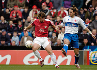 Photo: Leigh Quinnell.<br /> Bristol City v Middlesbrough. The FA Cup. 27/01/2007.<br /> Bristol Citys David Noble gets the better of Boros  Jonathan Woodgate.