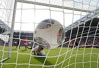 Fotball<br /> Tyskland<br /> 21.09.2013<br /> Foto: Witters/Digitalsport<br /> NORWAY ONLY<br /> <br /> Tor 0:4 Stefan Kiessling (Leverkusen, verdeckt) gegen Torwart Heinz Mueller (Mainz), Ligaball adidas Torfabrik<br /> Fussball Bundesliga, FSV Mainz 05 - Bayer 04 Leverkusen