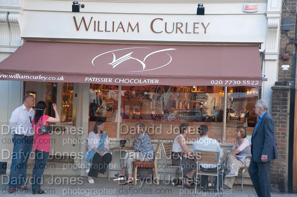 Pimlico Road party. 22 June 2010. -DO NOT ARCHIVE-© Copyright Photograph by Dafydd Jones. 248 Clapham Rd. London SW9 0PZ. Tel 0207 820 0771. www.dafjones.com.