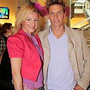 NLD/Den Haag/20110731 - Premiere musical Alice in Wonderland met K3, Winston Post met partner Denise van Rijswijk