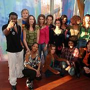 NLD/Baarn/20051229 - Persconferentie finalisten Idols 2005, groepsfoto
