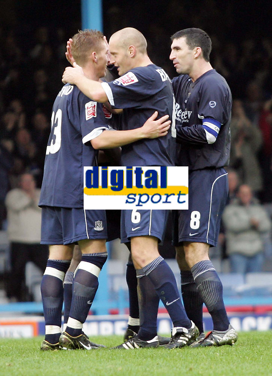 Fotball<br /> England<br /> 2004/2005<br /> 16.10.2004<br /> Foto: SBI/Digitalsport<br /> NORWAY ONLY<br /> <br /> Southend v Swansea<br /> Coca Cola championship League Two<br /> <br /> Southends Freddy Eastwood is congratulated for his second goal against Swansea by team mates Adam Barrett and Kevin Maher