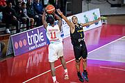 DESCRIZIONE : Varese FIBA Eurocup 2015-16 Openjobmetis Varese Telenet Ostevia Ostende<br /> GIOCATORE : Jevohn Shepherd<br /> CATEGORIA : Tiro Ritardo<br /> SQUADRA : Openjobmetis Varese<br /> EVENTO : FIBA Eurocup 2015-16<br /> GARA : Openjobmetis Varese - Telenet Ostevia Ostende<br /> DATA : 28/10/2015<br /> SPORT : Pallacanestro<br /> AUTORE : Agenzia Ciamillo-Castoria/M.Ozbot<br /> Galleria : FIBA Eurocup 2015-16 <br /> Fotonotizia: Varese FIBA Eurocup 2015-16 Openjobmetis Varese - Telenet Ostevia Ostende