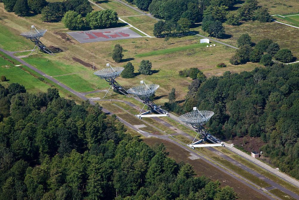 Nederland, Drenthe, Hooghalen, 08-09-2009; Radiotelescopen (parabolische antennes) van de Radiosterrewacht van ASTRON (Netherlands Institute for Radio Astronomy). Westerbork Synthesis Radio Telescope (WSRT). Radio telescopes (parabolic antennas) of the ASTRON Radio Observatory.luchtfoto (toeslag); aerial photo (additional fee required); .foto Siebe Swart/photo Siebe Swart