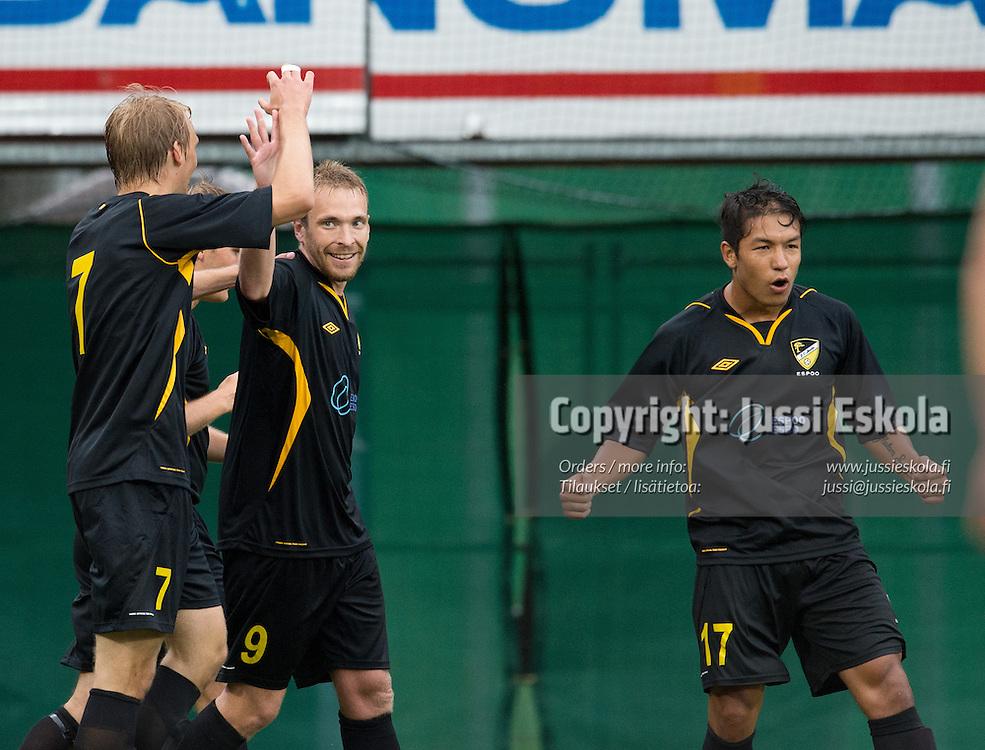 Jussi Vasara juhlii 1-1-maalia, oik. Moshtagh Yaghoubi. Honka - Lech Poznan. Eurooppa Liigan karsinta. Vantaa 18.7.2013. Photo: Jussi Eskola