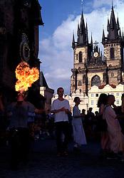 CZECH REPUBLIC BOHEMIA PRAGUE JUL97 -  A fire-eater shows his talents in front of the Tyn Cathedral in Prague's Old Town Square. ..jre/Photo by Jiri Rezac. . © Jiri Rezac 1997. . Tel:   +44 (0) 7050 110 417. Email: jiri@jirirezac.com. Web:   www.jirirezac.com