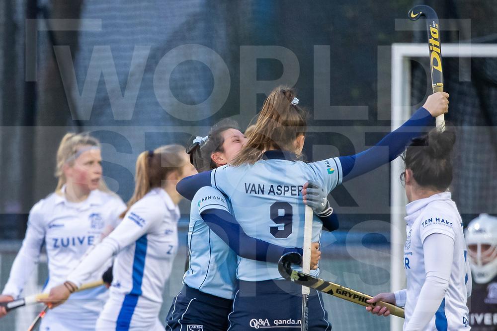 Laren, Hoofdklasse Hockey Dames, Seizoen 2020-2021, 15-04-2021, Laren - Kampong 2-1, Pam van Asperen (Laren) scoort de 1-0.<br /><br /> COPYRIGHT WORLDSPORTPICS WILLEM VERNES