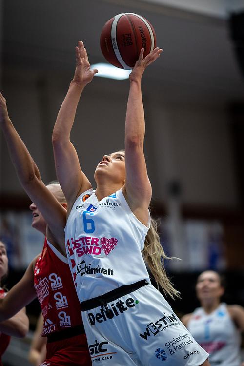 ÖSTERSUND 20210925<br /> Östersunds Stina Dahlin  under fredagens match i Basketligan mellan Östersund Basket och Uppsala Basket i Östersunds Sporthall<br /> <br /> Foto: Per Danielsson/Projekt.P