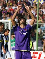 Fotball<br /> Italia<br /> Foto: Inside/Digitalsport<br /> NORWAY ONLY<br /> <br /> 07.10.2007<br /> Fiorentina v Juventus<br /> <br /> Adrian Mutu esulta dopo il rigore del 1-1/Adrian Mutu celebrate after the penalty of 1-1