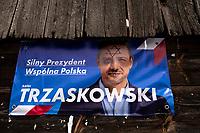 Tykocin, woj. podlaskie, 12.07.2020. N/z zniszczony plakat wyborczy Rafala Trzaskowskiego fot Michal Kosc / AGENCJA WSCHOD