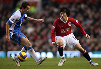 Photo: Paul Thomas.<br />Manchester United v Wigan Athletic. The Barclays Premiership. 26/12/2006.<br /><br />Man Utd's Ji-sung Park (R) gets past Leighton Baines.