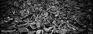 Migliaia le scarpe ricuperate nei magazzini del campo, nonstante i tedeschi provarono a incendiare le prove e gli oggetti sequestrati