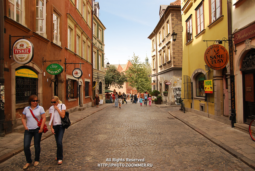 Narrow street of Warsaw stare miasto district, the medieval fortification