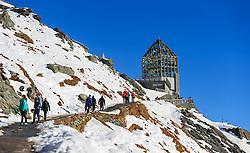 THEMENBILD - Touristen auf den Weg zur Wilhelm Swarovski Warte auf der Grossglockner Hochalpenstrasse. Sie verbindet die beiden Bundeslaender Salzburg und Kaernten mit einer Laenge von 48 Kilometer und ist als Erlebnisstrasse vorrangig von touristischer Bedeutung, aufgenommen am 26. Oktober 2015, Kaiser Franz Josefs Höhe, Oesterreich // Tourists on the way to the Wilhelm Swarovski observatory. The Grossglockner High Alpine Road connects the two provinces of Salzburg and Carinthia with a length of 48 km and is as an adventure road priority of tourist interest at the Kaiser Franz Josefs Höhe, Austria on 2015/10/26. EXPA Pictures © 2015, PhotoCredit: EXPA/ JFK