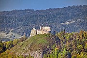 Ruiny gotyckiego zamku z XIV wieku, położone w Czorsztynie nad Dunajcem