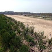 NLD/Hilversum/20060503 - HM de Koninging Beatrix opent de langste natuurbrug ter wereld : Natuurbrug Zanderij Crailo in Hilversum