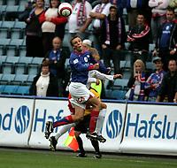 Fotball , 19. august 2006, Cup NM kvartfinale , Vålerenga VIF - Fredrikstad FFK , Alexander Mathisen i duell med Patrick Gerrbrand Foto: Kasper Wikestad