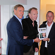 """NLD/Amsterdam/20111109- Boekpresentatie Ard Schenk """" Je tweede Jeugd begint nu"""", Johan Cruijff, Edwin van den Dungen en Ard Schenk"""