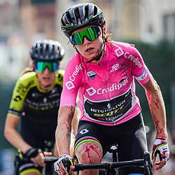 17-09-2020: Wielrennen: Giro Rosa: Maddaloni<br /> Annemiek Van Vleuten (Netherlands / Team Mitchelton Scott) valt in de finale van de koers en breekt haar pols