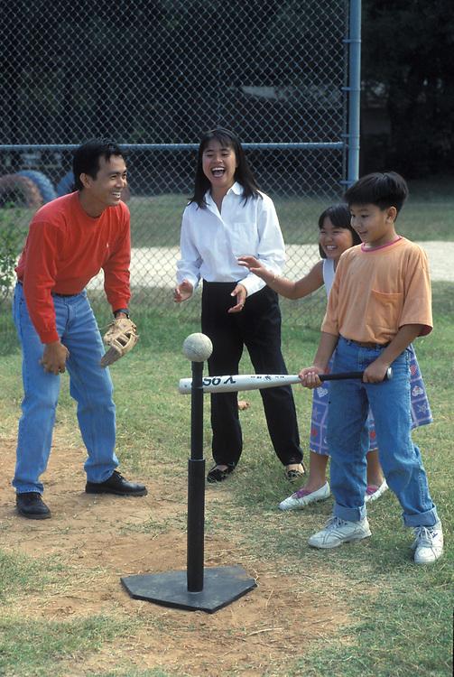 Vietnamese American family plays T-ball. Model Released<br /> ©Bob Daemmrich