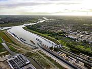Nederland, Utrecht, Nieuwegein, 14-09-2019; Vreeswijk, de 3e sluiskolk van de Prinses Beatrixsluis is voltooid en het Lekkanaal verbreed. De bestaande twee (historische) sluiskolken worden gerenoveerd.<br /> The 3rd lock chamber of the Princess Beatrix lock has been completed and the Lek canal widened.<br /> luchtfoto (toeslag op standard tarieven);<br /> aerial photo (additional fee required);<br /> copyright foto/photo Siebe Swart