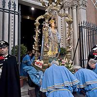 Processione per la festa dell'Immacolata, al quartiere San Lorenzo