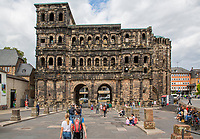TRIER (Treves) - Duitsland - Porta Nigra, Romeinse Stadstoren. , 170 na Chr. .  COPYRIGHT KOEN SUYK