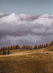 THEMENBILD - Landschaft in den Wolken bei einer Wanderung zum Wildsee mit dem Wildseeloderhaus, aufgenommen am 20. Oktober 2018 in Fieberbrunn, Österreich // Landscape in the clouds during a hike to the Wildsee with the Wildseeloderhaus, Fieberbrunn, Austria on 2018/10/20. EXPA Pictures © 2018, PhotoCredit: EXPA/ JFK