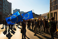 DEU, Deutschland, Germany, Berlin, 13.10.2018: Europafahnen auf der Leipziger Strasse bei der Großkundgebung unter dem Motto Unteilbar gegen Ausgrenzung, Rassismus und den Rechtsruck im Lande.