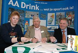 17-02-2007 ATLETIEK: AA DRINK TALENTTEAM: GENT<br /> Ondertekening sponsorcontract tussen AA Drink en het Talentteam / Denise Kemkers, Cees Pille en Rien van Haperen<br /> ©2007-WWW.FOTOHOOGENDOORN.NL