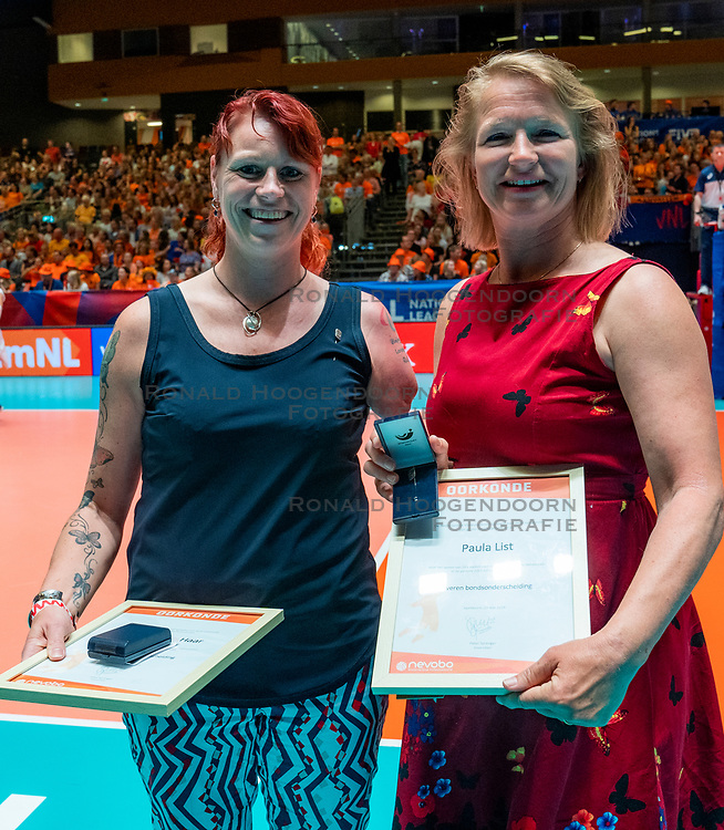 29-05-2019 NED: Volleyball Nations League Netherlands - Bulgaria, Apeldoorn<br /> Karin van der Haar, Paula List