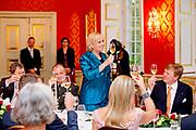Koning Willem-Alexander en Koningin Maxima hebben een diner met premier Stephan Weil van Neder-Saksen en premier Hannelore Kraft van de deelstaat Noordrijn-Westfalen tijdens hun werkbezoek aan Duitsland in Schloss Wilkinghege in Münster, Duitsland<br /> <br /> <br /> King Willem-Alexander and Queen Maxima of The Netherlands have a dinner with Prime Minister Stephan Weil of Lower Saxony and Prime Minister Hannelore Kraft of North Rhine-Westphalia during their work visit to Germany in Schloss Wilkinghege in Munster, Germany