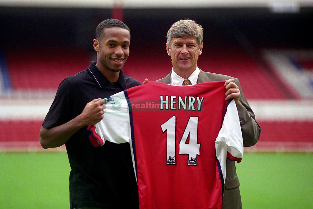 Arsenal's Thierry Henry & his new manager Arsene Wenger hold up his new shirt after he completed his move from Juventus