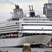NLD/Amsterdam/20080622 - Cruiseschip vCelebrity Century erlaat de haven van Amsterdam