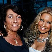 NLD/Hillegom/20100320 - Mix and Match modeshow 2010 Danie Bles, Sylvie van der Vaart-Meis en schoenmoeder
