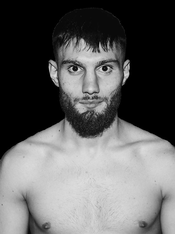 BOXEN / MMA: Studio, Portrait of a Boxer, Bremen, 06.12.2019<br /> Furkan Gencer<br /> © Torsten Helmke