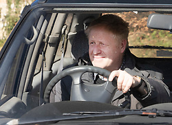 © Licensed to London News Pictures. 24/03/2019. Chequers , UK. Boris Johnson arrives at Chequers not wearing his seat belt for a meeting with the Prime Minister. There have been reports of a cabinet revolt against Prime Minister Theresa May, over her handing of the Brexit negotiations. Photo credit: Peter Macdiarmid/LNP