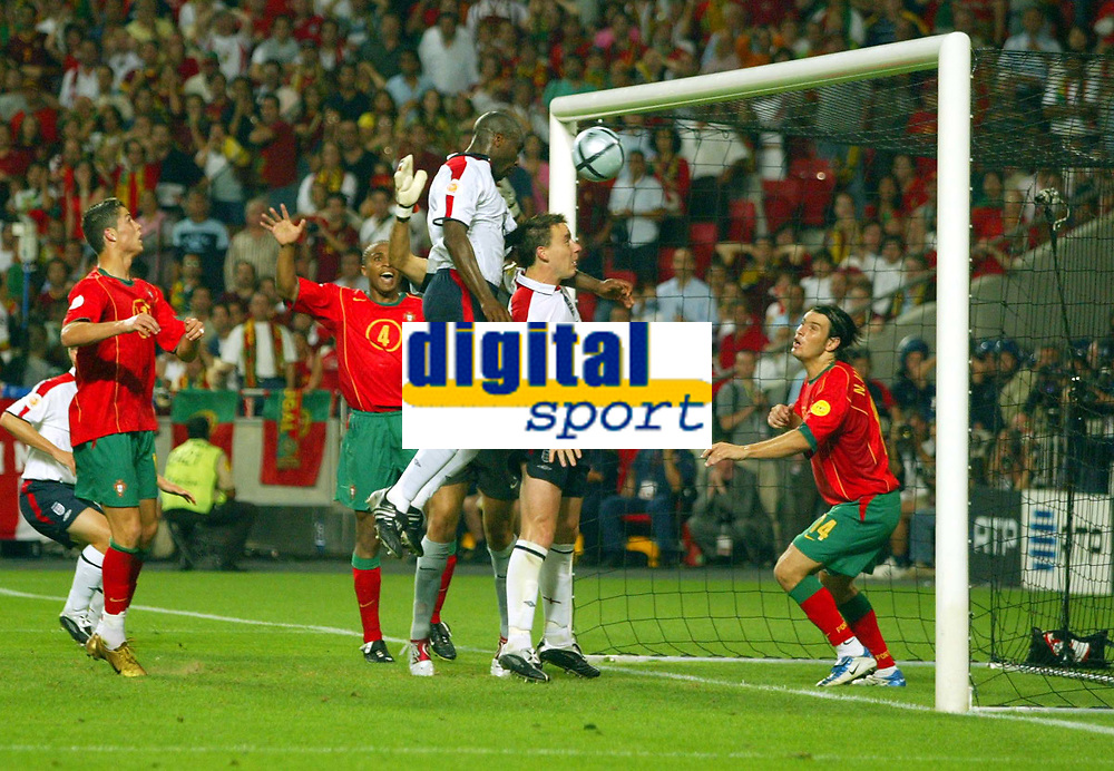 Fotball<br /> Euro 2004<br /> 24.06.2004<br /> Foto: SBI/Digitalsport<br /> NORWAY ONLY<br /> <br /> Kvartfinale<br /> England v Portugal<br /> <br /> Sol Campbell heads in a goal, only to find the referee has blown up for a foul