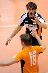 29-05-2010 VOLLEYBAL: EK KWALIFICATIE MACEDONIE - NEDERLAND: ROTTERDAM<br /> Nederland wint met 3-0 van Macedonie en plaatst zich voor de volgende ronde / Jelte Maan en Yannick van Harskamp<br /> ©2010-WWW.FOTOHOOGENDOORN.NL