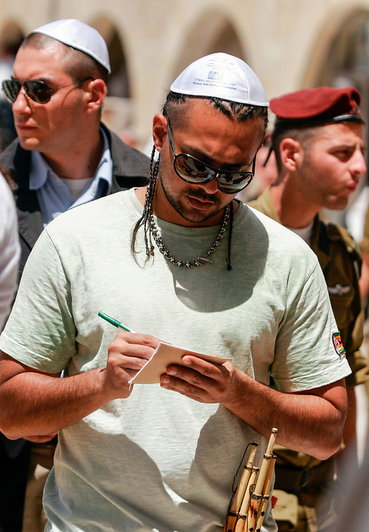 Singer Sean Paul, center, visits the Western Wall, Judaism's holiest site, in the Old City of Jerusalem on June 28, 2007. Sean Paul is on a three-day visit to Israel, where he begins an international tour with a concert on Thursday.
