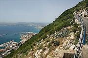 Spanje, Gibraltar, 8-6-2006Uitzicht op de middellandse zee, baai van Algerciras en de stad  vanaf de rots Gibraltar. Toerisme, geld, luxe, vakantieBritse kroonkolonie. Spanje wil de rots terug.Foto: Flip Franssen
