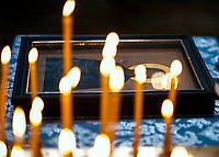 14.10.2015 wies Puchly woj podlaskie Swieto Opieki Matki Bozej ( Pokrowa ) n/z swiece i ikona fot Michal Kosc / AGENCJA WSCHOD