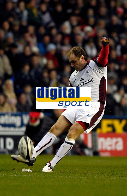 Photo: Alan Crowhurst.<br />London Irish v Leicester Tigers. Guinness Premiership. 26/12/2006. Leicester's Andy Goode lines up a penalty but misses on a bad day with the boot.