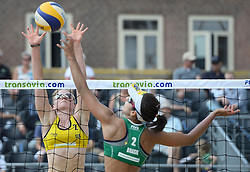 17-07-2014 NED: FIVB Grand Slam Beach Volleybal, Apeldoorn<br /> Poule fase groep G vrouwen - Barbara Seixas De Freitas from Brazil en Julia Sude from Germany