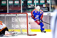 "Ishockey , 4. Mars 2014, GET-Liga , Sluttspill , NM<br /> Vålerenga Ishockey - Frisk Asker<br /> Pucken Sondre Olden slo inn til utligning 4-4 på en ""Wrap-around""<br /> Foto: Sjur Stølen , Digitalsport"